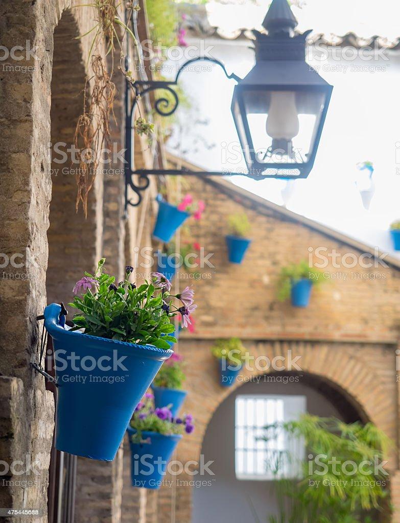 Detalhe do pátio (varanda) de uma típica casa de Córdoba, foto royalty-free