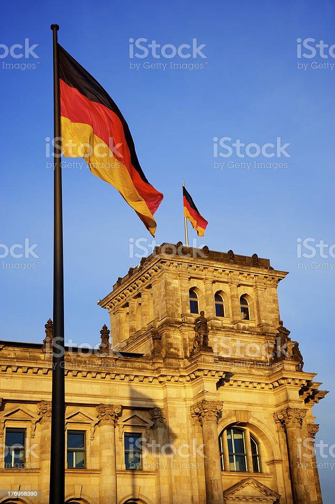 Deutscher Bundestag ao pôr-do-sol foto royalty-free