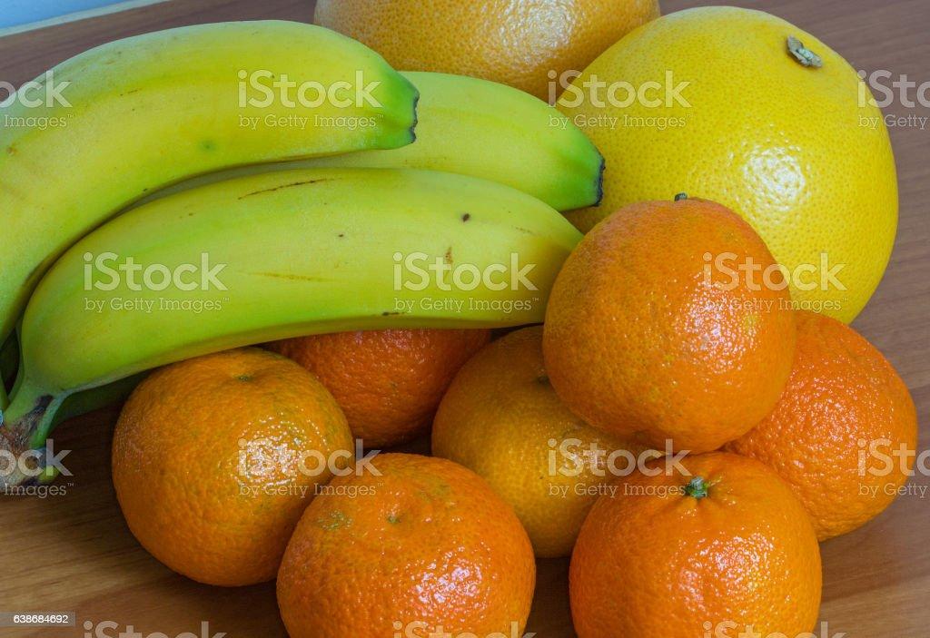 Différents fruits en vrac stock photo