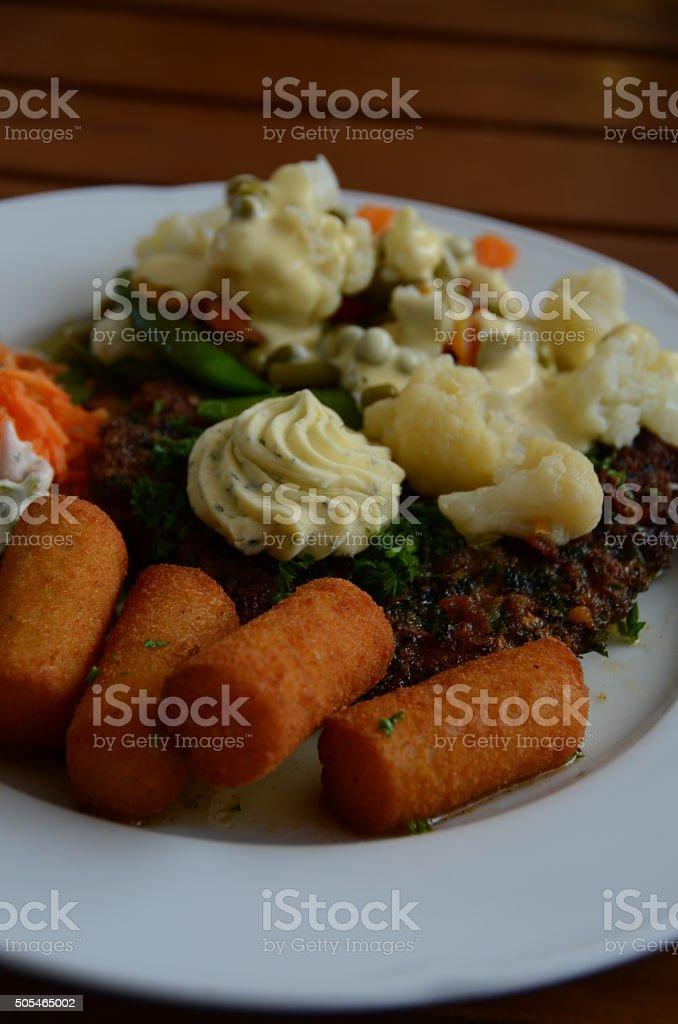 Dinner Steak mit Kroketten stock photo