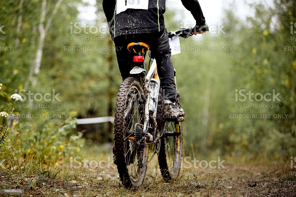 dirty wheel and feet of athlete mountainbiker royalty-free 스톡 사진