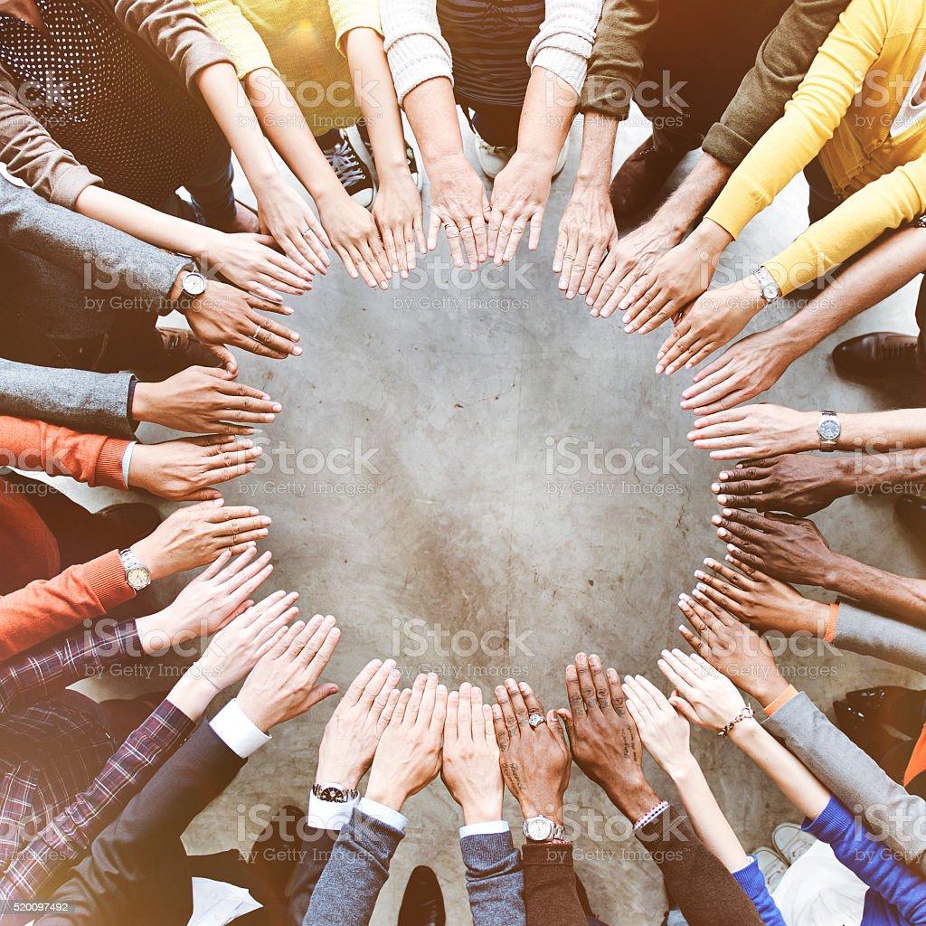 Várias pessoas amizade reuniões Vista aérea a ligação - fotografia de stock