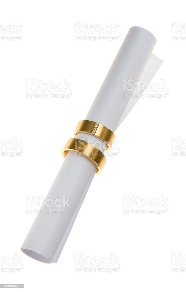 Dokument (Ehevertrag) mit Traurringe stock photo
