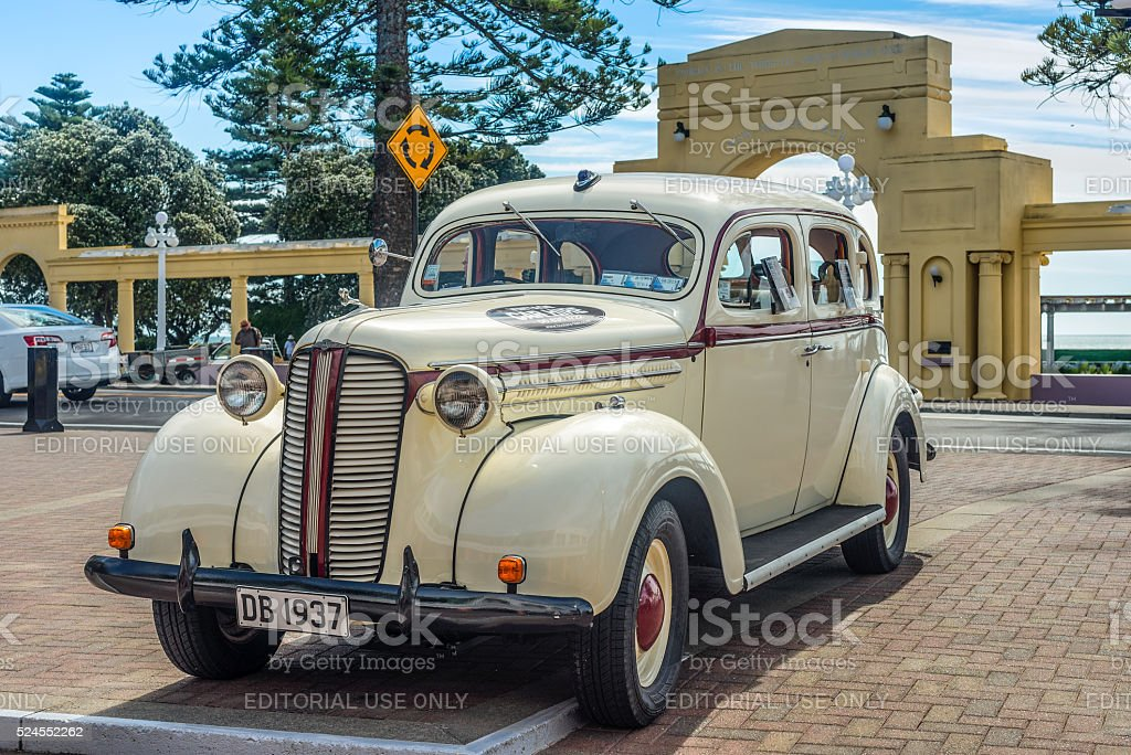 1937 Dodge D5 'Charlie' parked on Marine Parade, Napier. stock photo