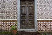 door, port, gate, tile, brick, encaustic tile, dalle, quarry, wood