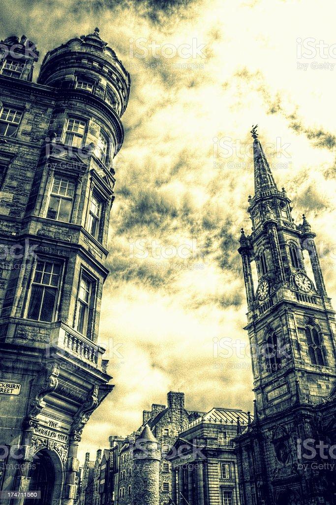 Céu dramático sobre o Royal Mile de Edimburgo foto de stock royalty-free