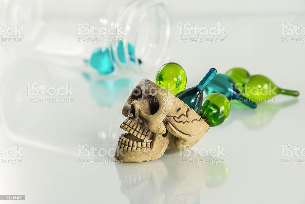 drug gefährlich Totenkopf Lizenzfreies stock-foto