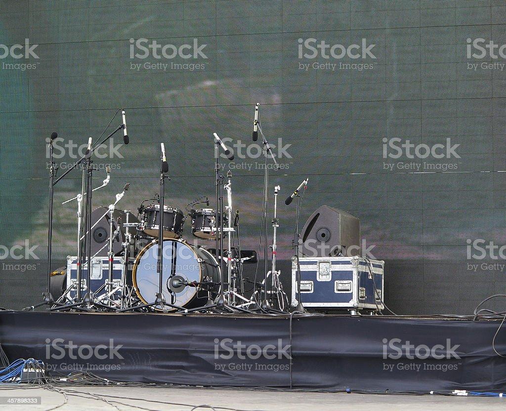 Conjunto de tambores, powerfull oradores, amplificadores e fase de foto de stock royalty-free