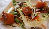 Dés de saumon marinés  Légumes croquants