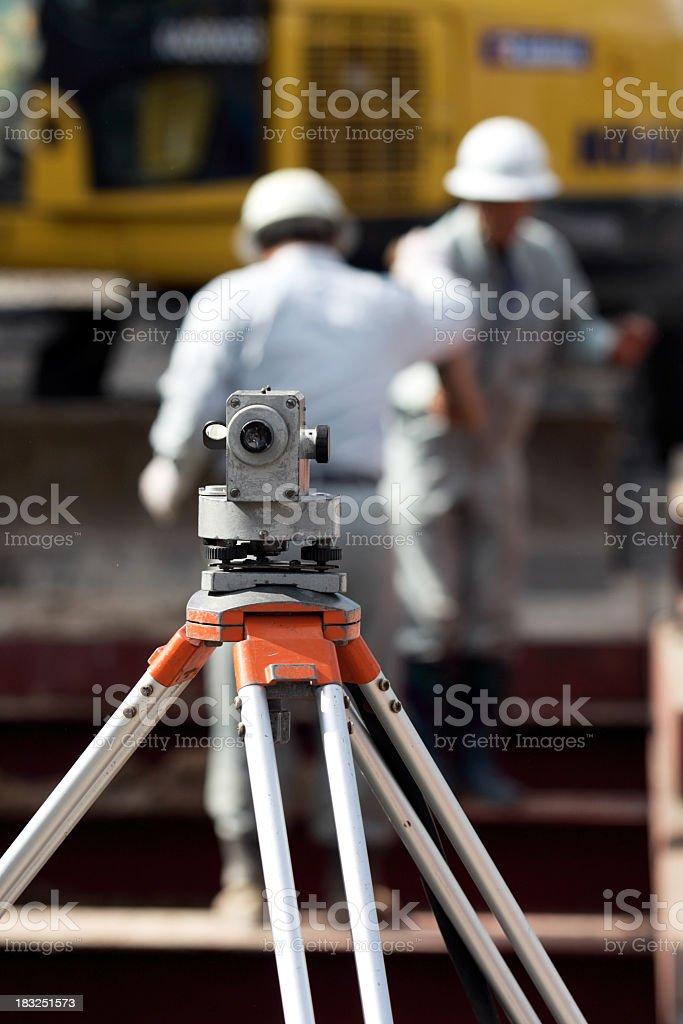 Dumpy-Etage mit Arbeiter hinter Lizenzfreies stock-foto