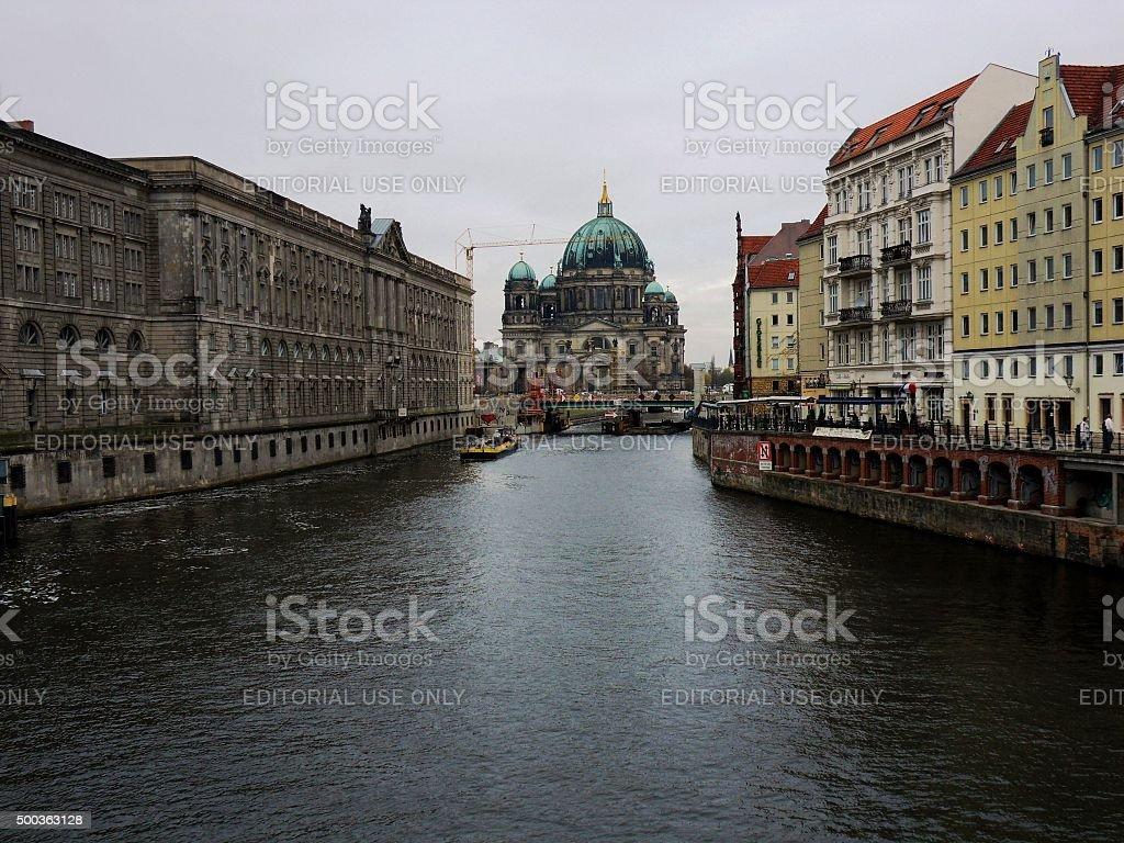 Duomo di Berlino dal ponte sullo Spree stock photo