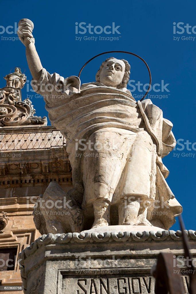 Duomo di San Pietro: Statua di San Giovanni. Modica, Sicilia. stock photo