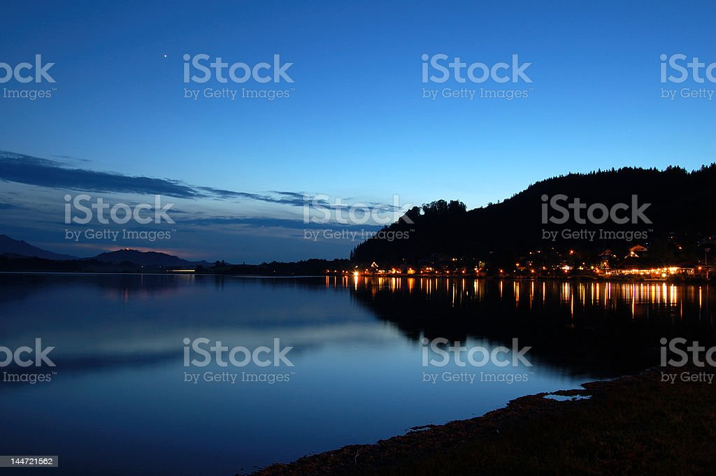 Crépuscule à Hopfen am See photo libre de droits