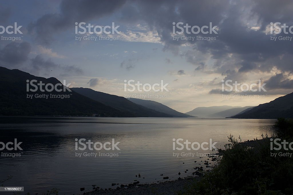 Atardecer en Loch ganar foto de stock libre de derechos