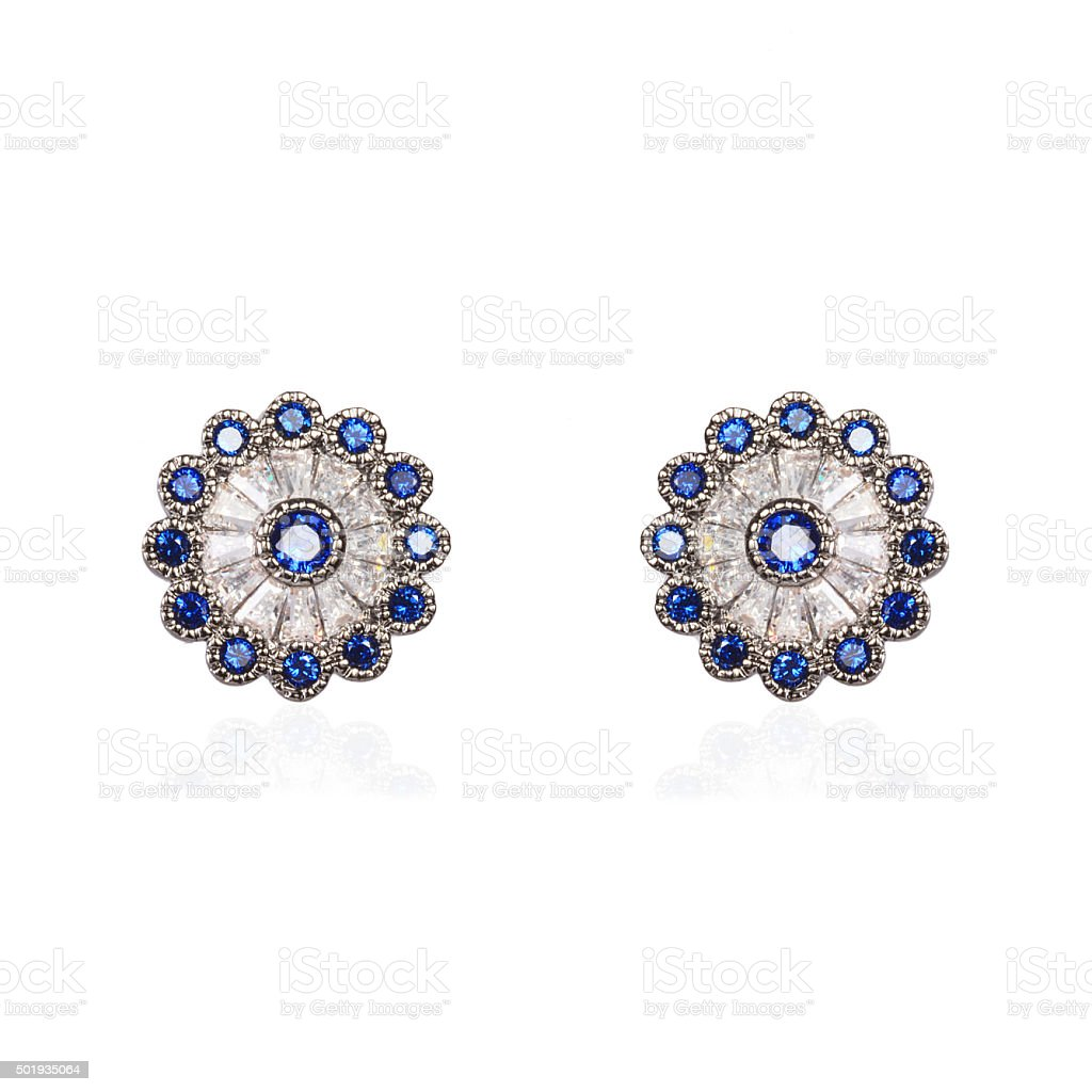 Brincos com zirconia e safira azul stock photo