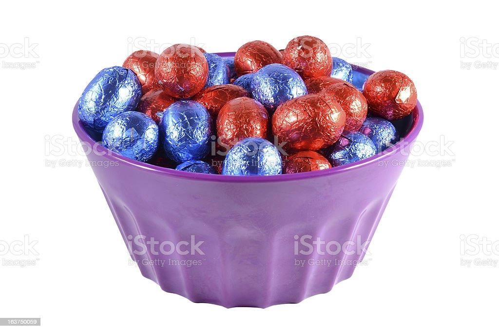 イースター卵ボウルにます。 ロイヤリティフリーストックフォト