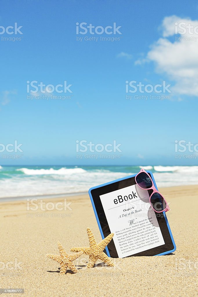 E-book Summer Reading on the Beach royalty-free stock photo