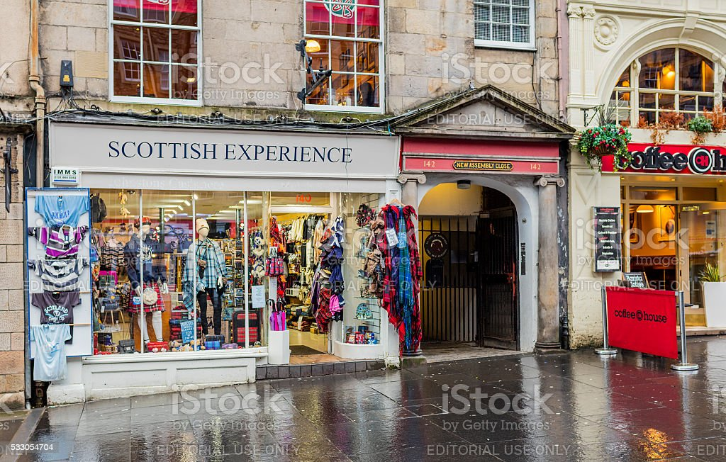 Edinburgh, Scotland. Typical store along the Royal Mile stock photo