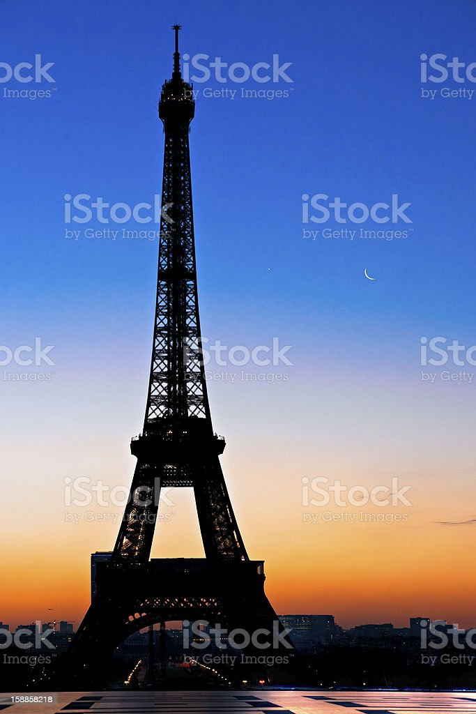 Eiffel tower bei Sonnenaufgang, Paris. – Foto