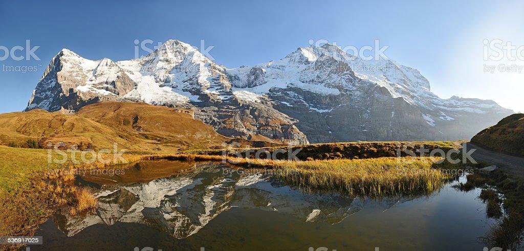 Eiger, Mönch, Jungfrau - Bergpanorama mit Spiegelung im Bergsee stock photo