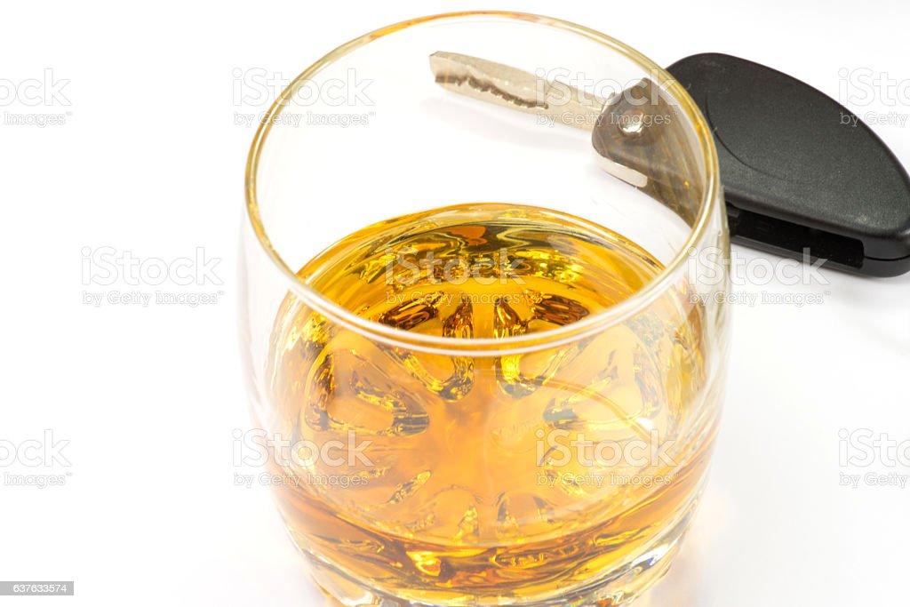 Ein Glas Whisky und ein Autoschlüssel stock photo