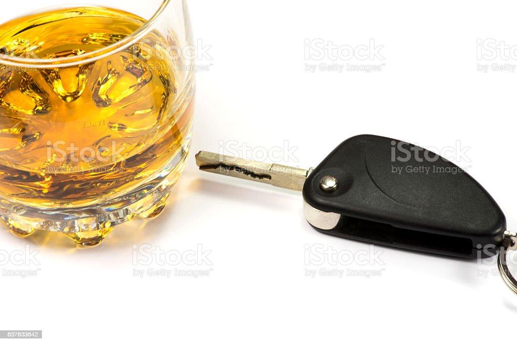 Ein Whisky Glas und ein Autoschlüssel stock photo