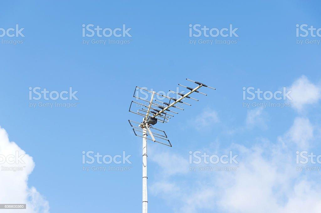 Eine Fernsehantte und Himmel stock photo