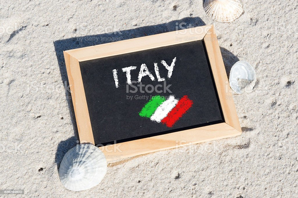 Eine Kreidetafel mit dem Wort Italien stock photo