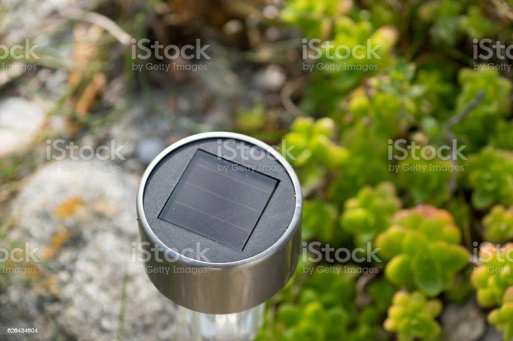 Eine Solarlampe in Garten stock photo