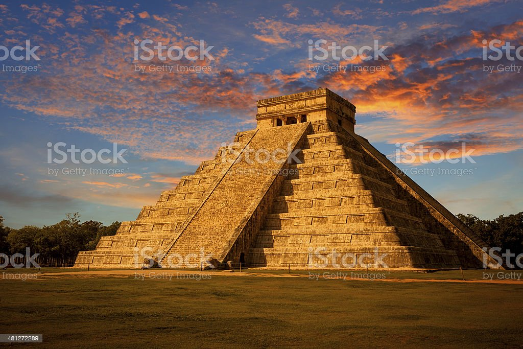 El Castillo (Kukulkan Temple) of Chichen Itza at sunset, Mexico stock photo