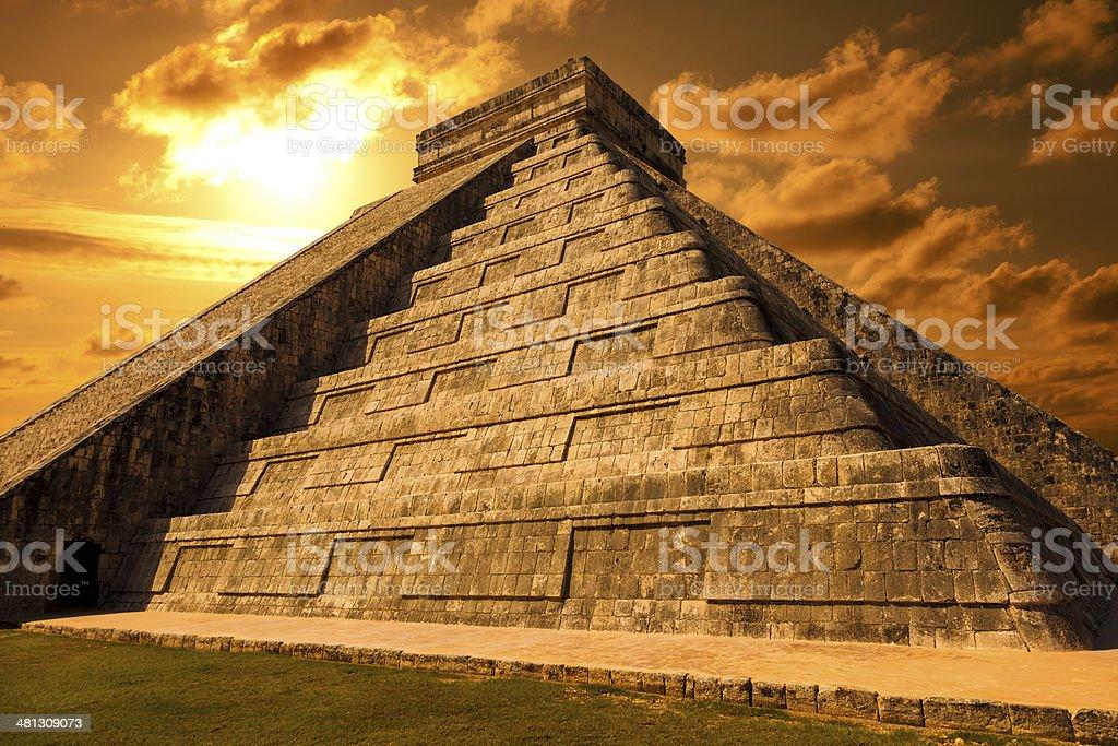 El Castillo (Kukulkan Temple) of Chichen Itza at sunset, Mexico stock photo