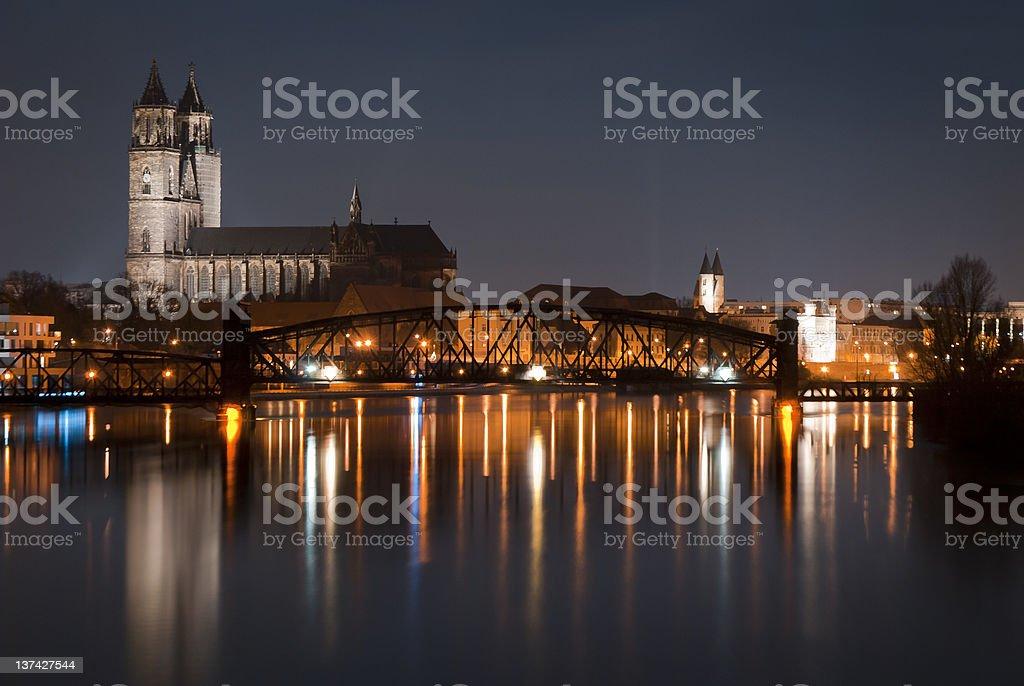Elbe und Dom bei Nacht stock photo