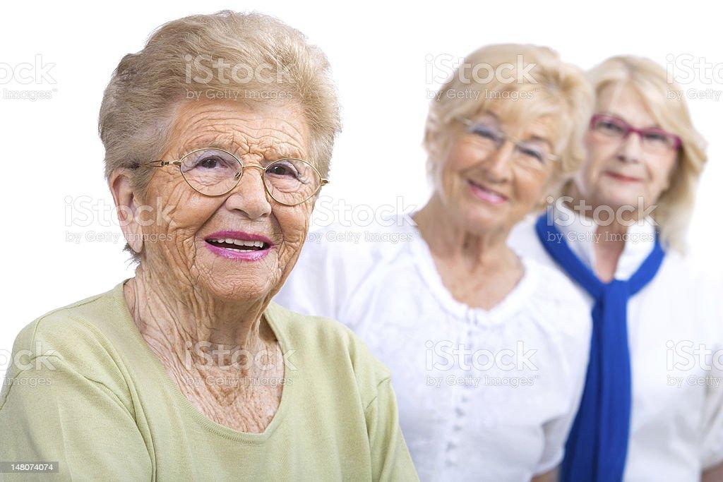 portrait de femme âgée avec des copines. photo libre de droits