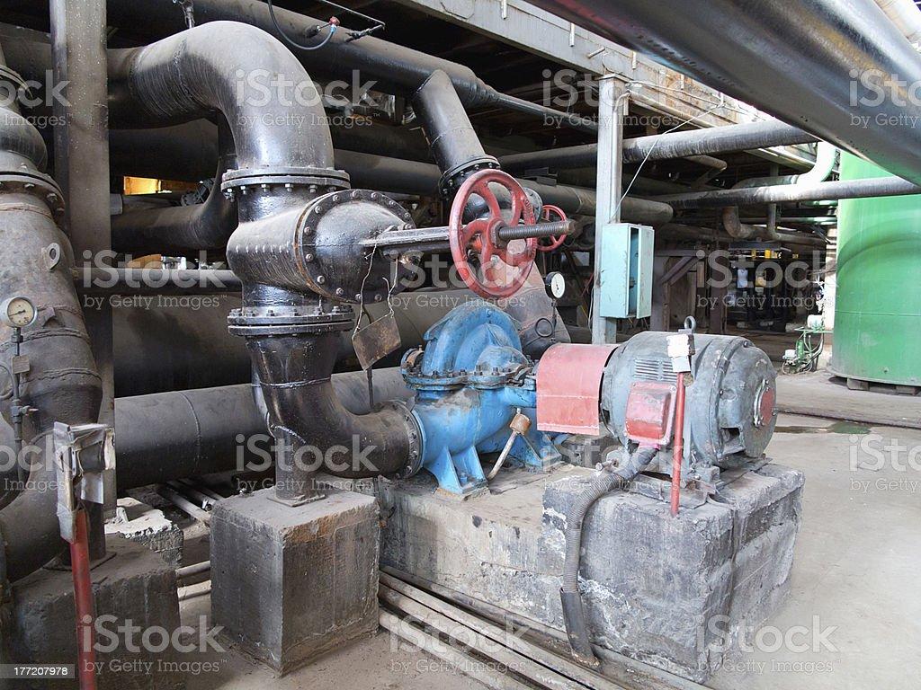 Motores eléctricos de condução na alimentação de bombas de água foto de stock royalty-free