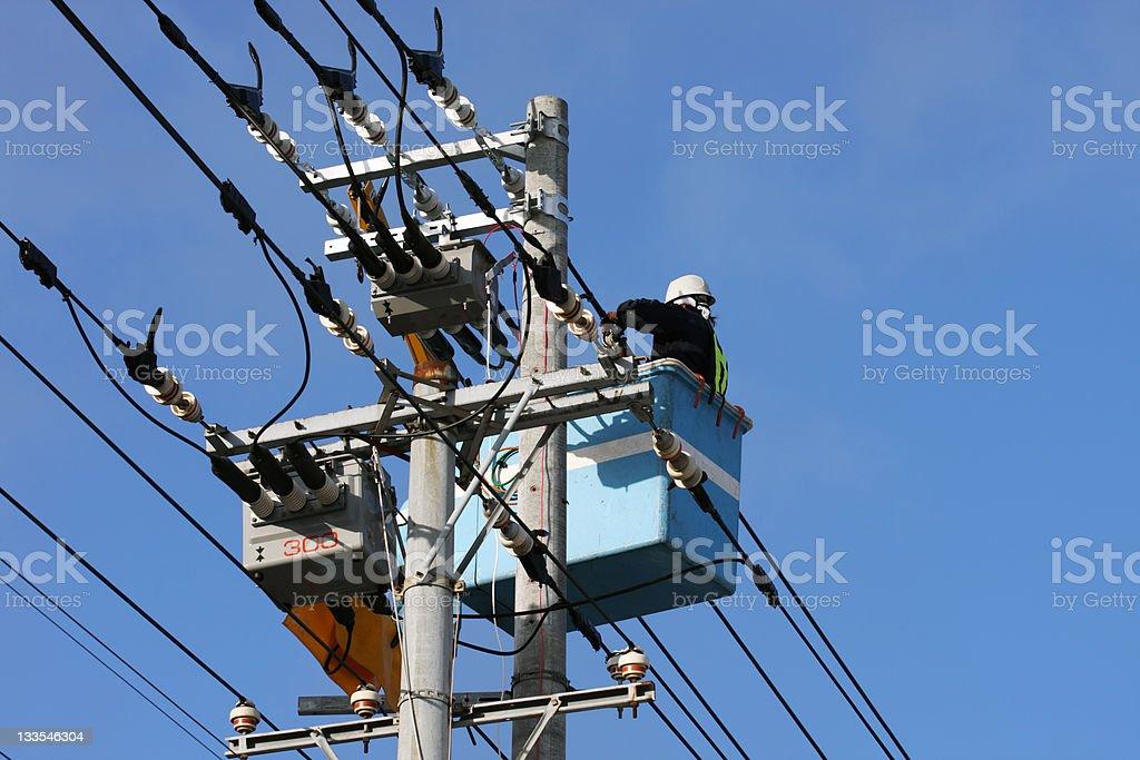 Elektriker Reparaturen eine power line Lizenzfreies stock-foto