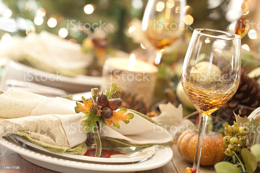 Elegante Y Rústico Thanksgiving Cubiertos Mesa De Comedor Stock ...