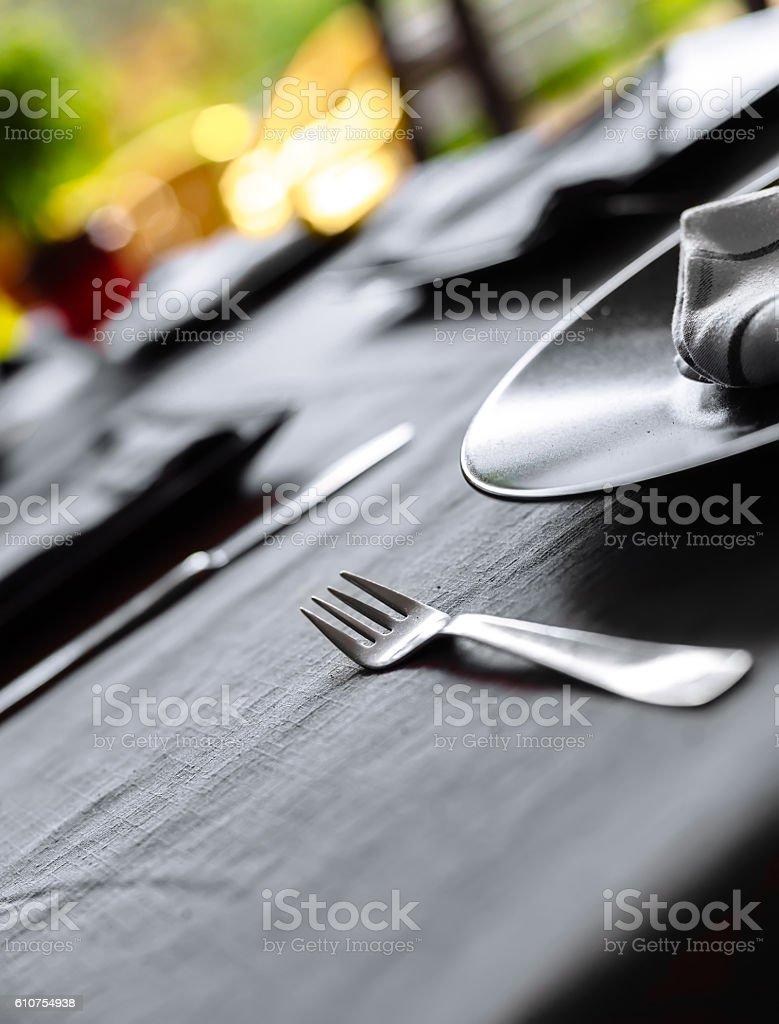 Elegante mesa arrumada para o jantar foto royalty-free