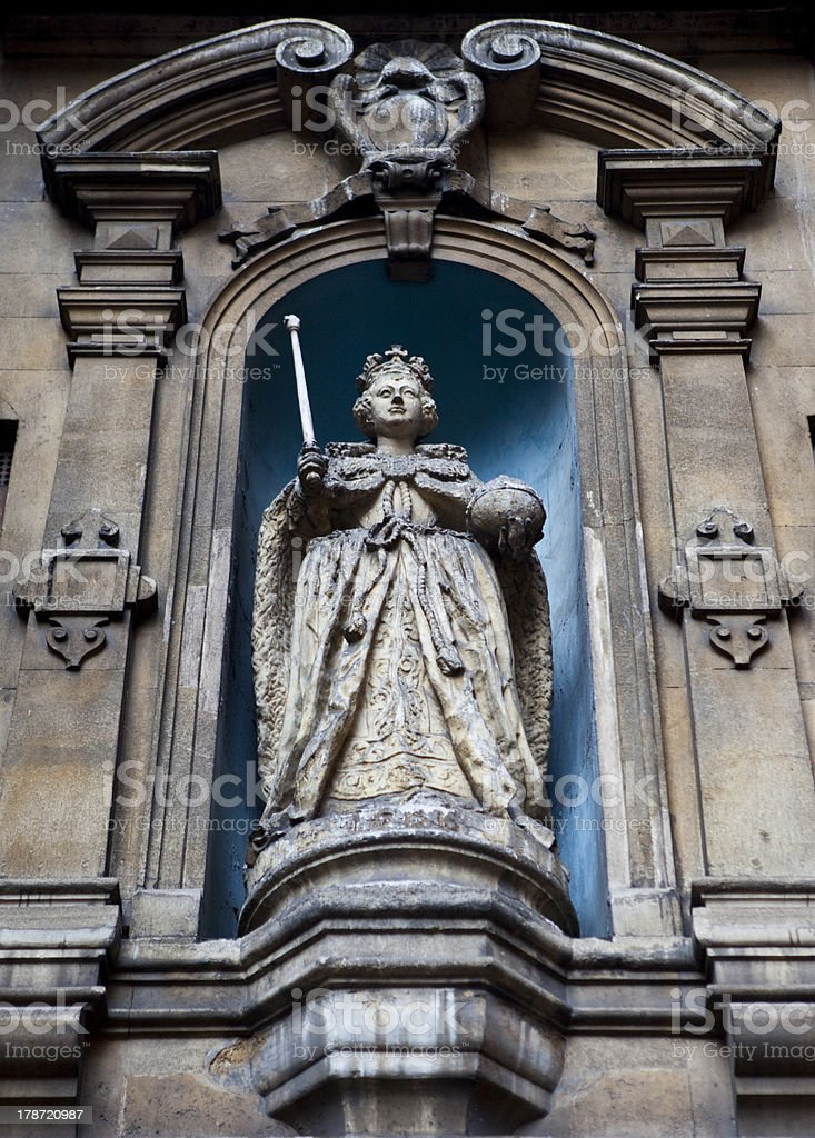Elizabeth I Statue at St Dunstan-in-the-West Church stock photo