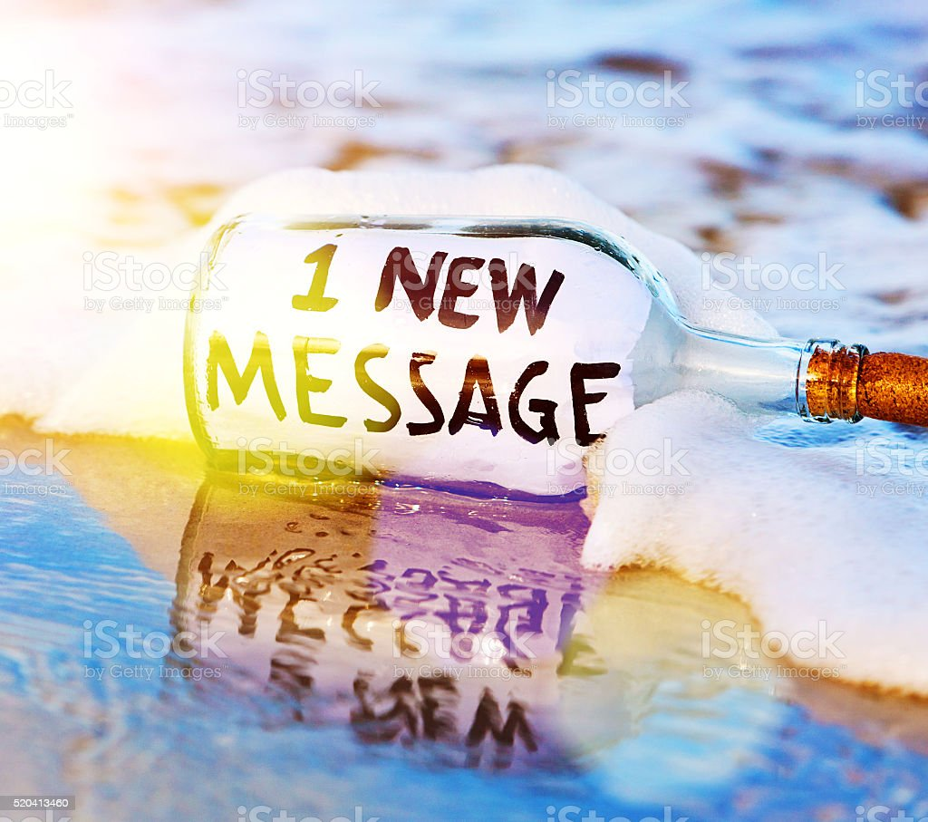 E-mail notification message in washed-up bottle: 1 new message stock photo