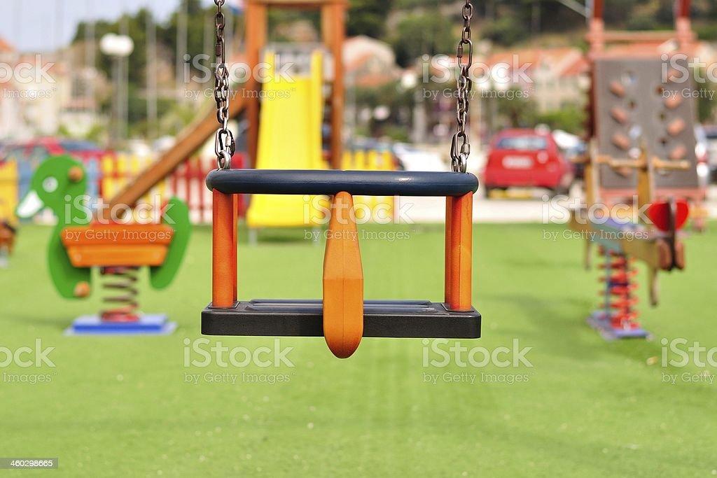cadena de vaco columpio en colorido patio de juegos para nios modernos foto de stock libre