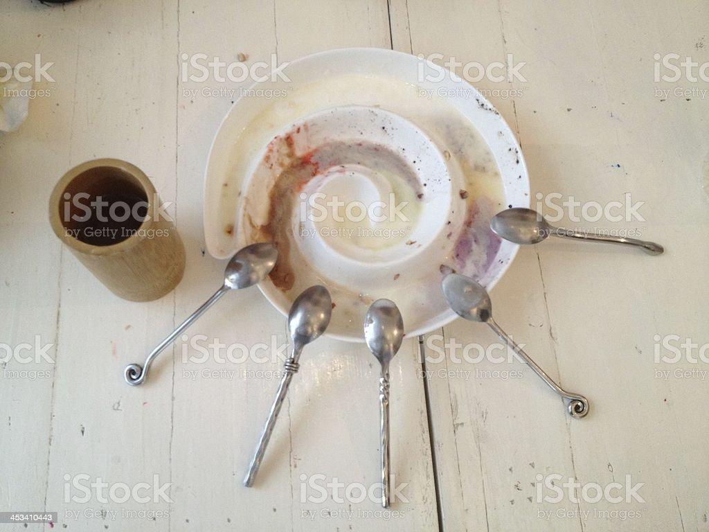 Пустая тарелка с ложкой Грязный Стоковые фото Стоковая фотография