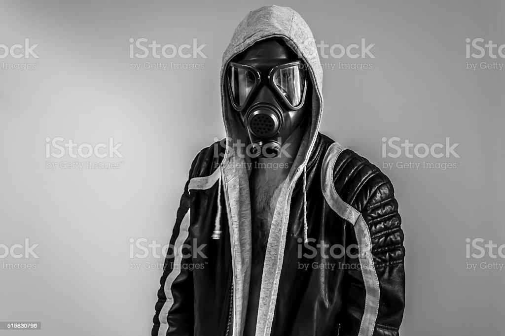 Endzeitmann mit Gasmaske stock photo