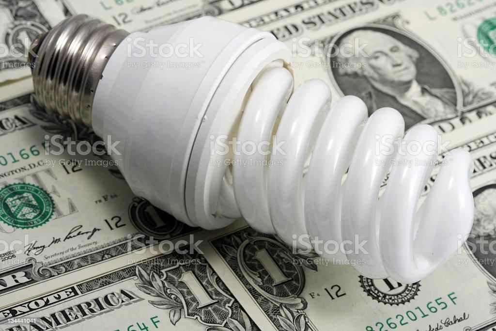 Energiesparende Lampe auf US-dollar Lizenzfreies stock-foto