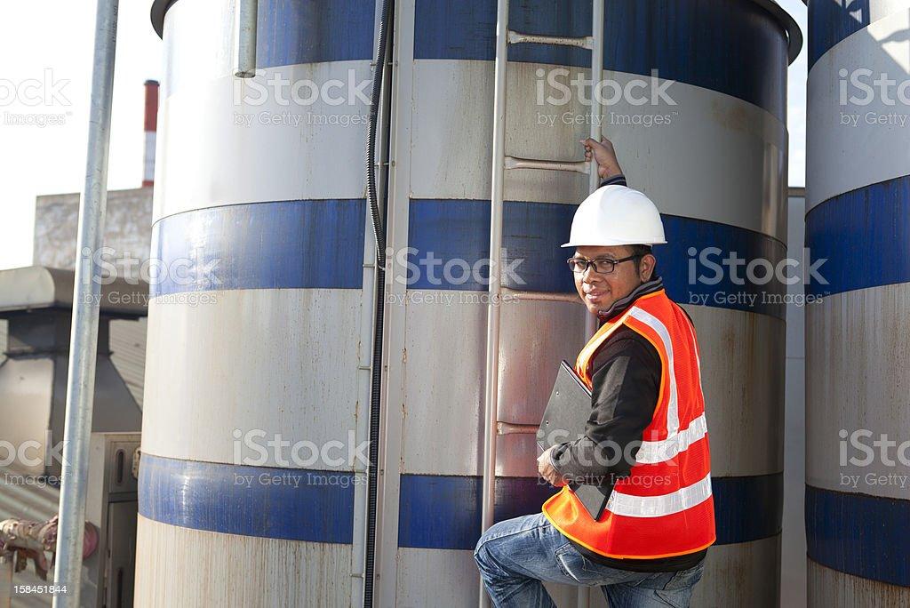 Ingenieur und Lagerung-tank-Top Lizenzfreies stock-foto