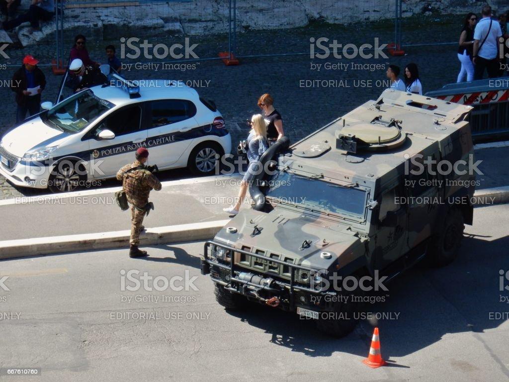 Esercito al Colosseo stock photo