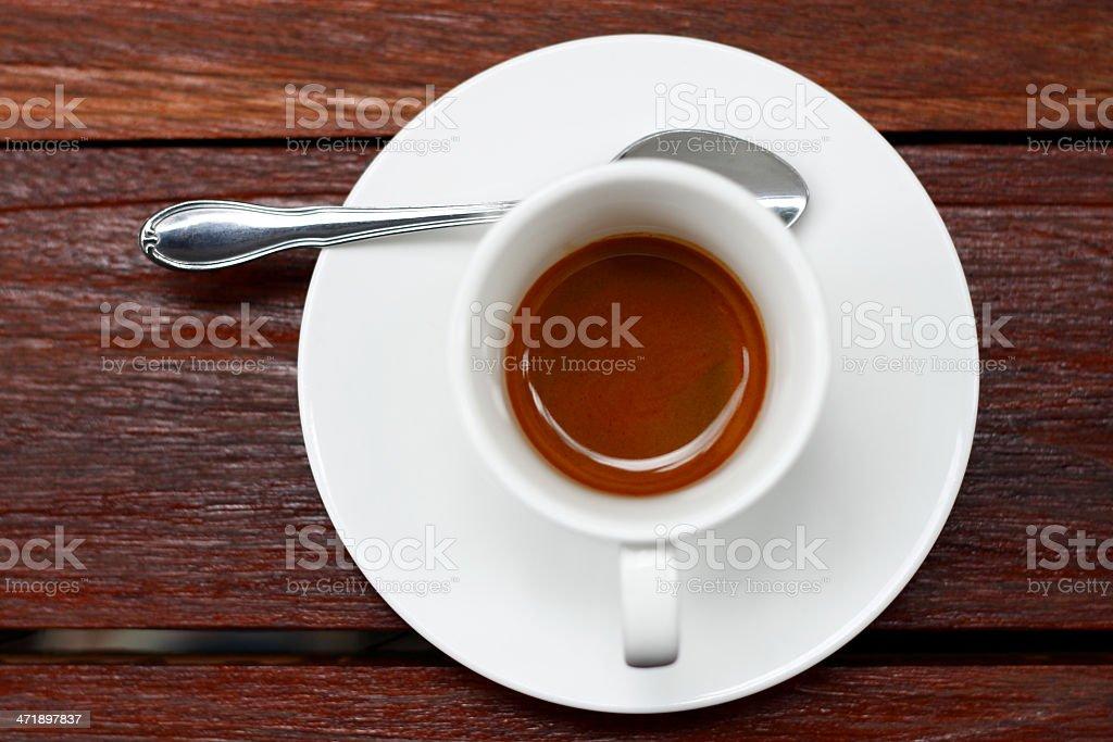 Espresso filiżanką kawy na drewnianym stole. zbiór zdjęć royalty-free