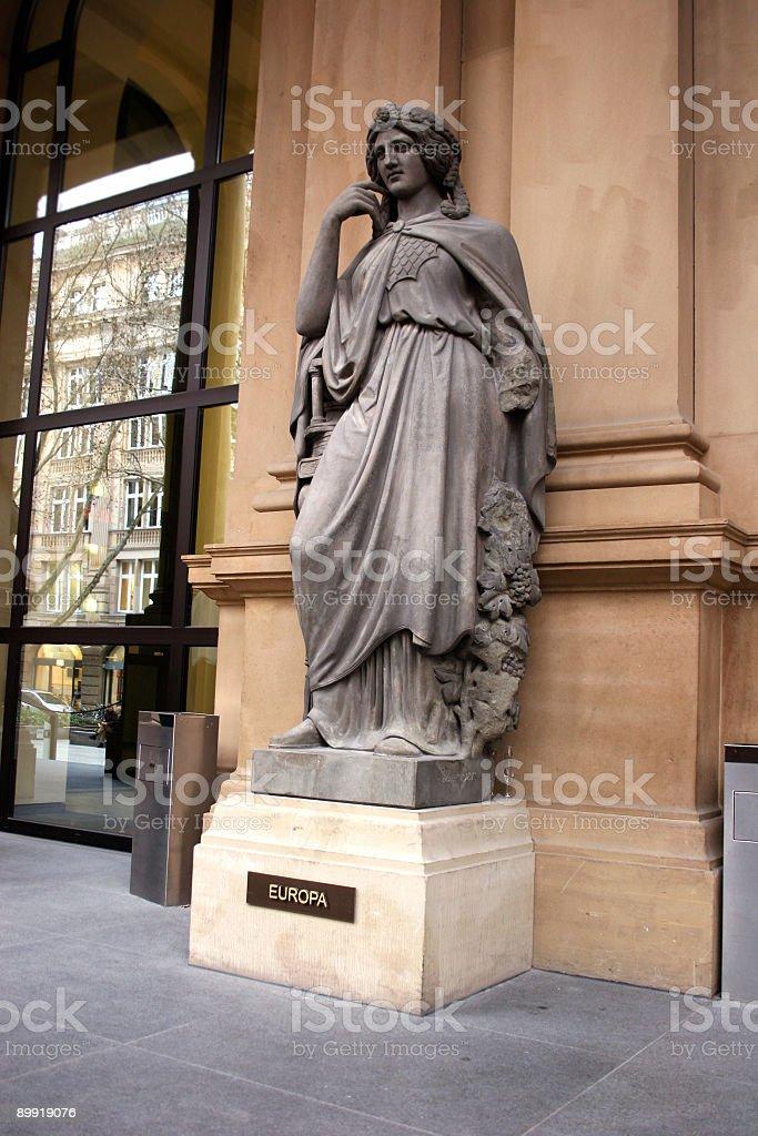 Europa - Statue an der Frankfurter (Wertpapier-)Börse royalty-free stock photo