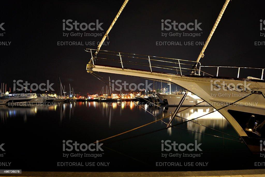 Wieczorem Obwałowania z odbicie w Porto Czarnogóra. zbiór zdjęć royalty-free