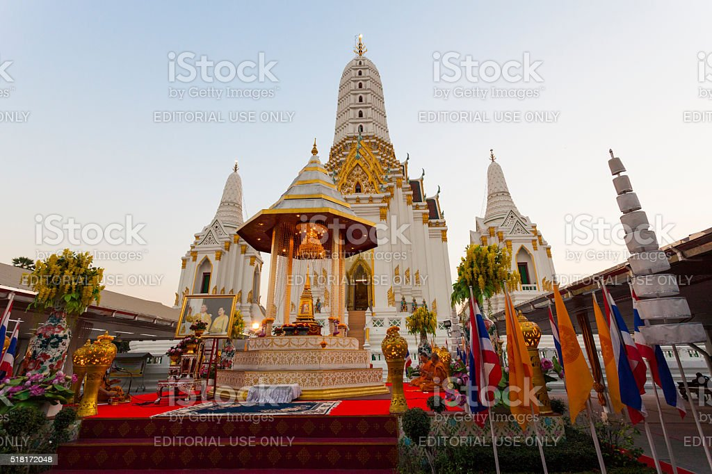 Evening Prayer in Wat Anongkharam Worawihan in Bangkok, Thailand stock photo