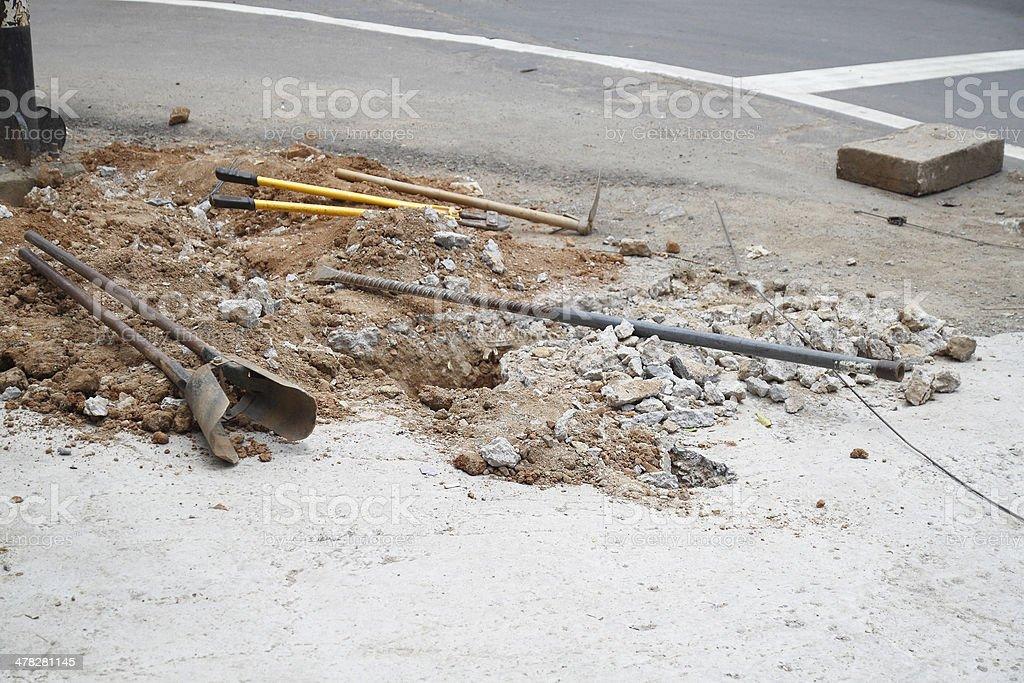 Wykopów żołądkowy do naprawy Rynsztok obok road zbiór zdjęć royalty-free
